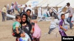 Kuzey Irak'ın Erbil kenti çevresinde kurulan bir mülteci kampına sığınan Suriyeli Kürtler