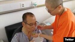 Ông Lưu Hiểu Ba tại bệnh viện, đầu tháng 7/2017