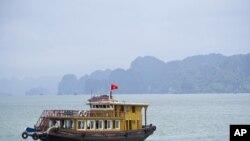 Tàu đánh cá của ngư dân Việt Nam trong Vịnh Bắc Bộ