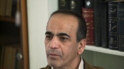 مسعود شفیعی، وکیل سه گردشگر آمریکایی در دفتر خود در تهران با یک خبرنگار گفتگو می کند. او می گوید اجازه نیافت پیش از محاکمه با کوهنوردان آمریکایی گفتگو کند