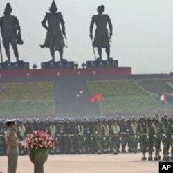 缅甸军队在新建首都阅兵。