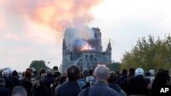15일 프랑스 파리 노트르담 대성당에서 큰 불이 발생했다.