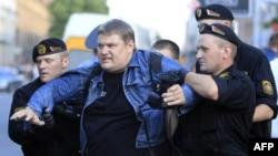 Арест участника марша протеста в Минске. 22 июня 2011 года