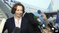وهزیری بازرگانی دهرهوهی فهرهنسـا ئهین ماری ئدراک له دهمی گهیشـتنی بۆ فڕۆکهخانهی بهغدا له ڕێی فڕۆکهیهکی هێڵی ئاسـمانی فرانس ئیگڵه ئهزۆر، یهکشهممه 31 ی دهی 2010