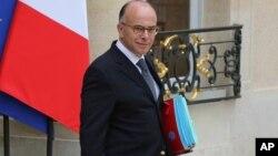 Mendagri Bernard Cazeneuve hari Senin (17/11) mengatakan bahwa intelijen Perancis sedang menganalisis video ISIS (foto: dok).