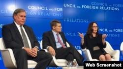美国国家安全局前副局长莱杰特(左)、中央情报局前副局长莫雷尔(中)与美国斯坦福大学学者、政治学教授齐加特2019年6月10日在华盛顿外交关系协会出席讨论会