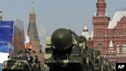 Russia's Topol intercontinental ballistic missiles in Moscow's Red Square, May 2009 (file photo).