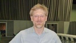 Giám đốc AVAC - ông Mitchell Warren.