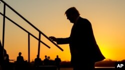 Trump ha usado una formula única para el éxito, en la que combina declaraciones y opiniones extremistas sobre temas de seguridad nacional e inmigración, con un interminable diluvio de insultos personales en contra de sus rivales.