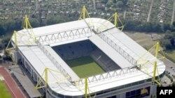 У футбольного стадиона Iduna Park Stadium в Дортмунде полиция обнаружила три взрывных устройства (архивное фото)