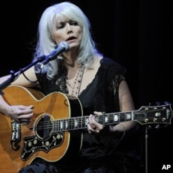 Emmylou Harris (file photo)