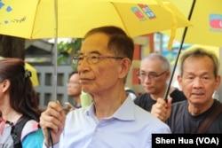 2019年5月26日民主党创党主席李柱铭出现在游行队伍中 (美国之音记者申华拍摄