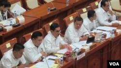 Rapat dengar pendapat antara BNPT dan Komisi III Bidang Hukum dan Keamanan DPR RI hari Kamis (15/9) di Jakarta. (VOA/Fathiyah Wardah)