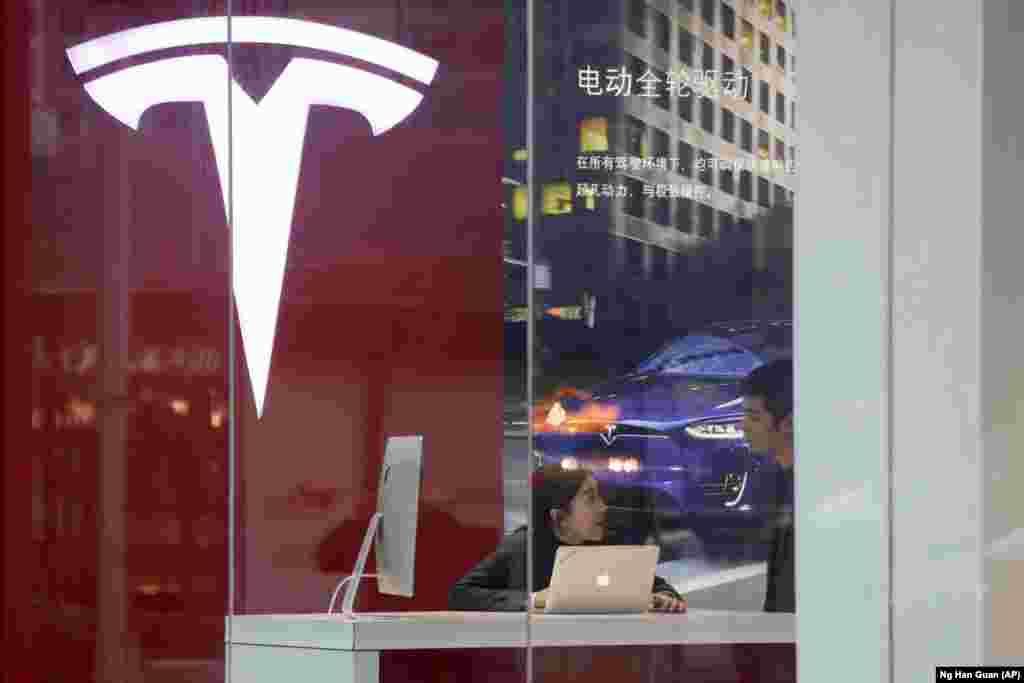 شرکت تولید کننده ماشین های برقی «تسلا» اولین کارخانه خود را در چین افتتاح می کند.