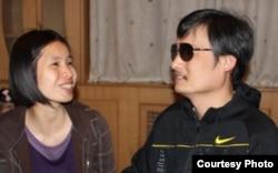 曾金燕与陈光诚在北京某地见面(曾金燕提供)