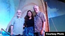 Yorie Kumalasari bersama sutradara film Moana, Ron Clements (kiri) dan John Musker (kanan) Dok: Yorie