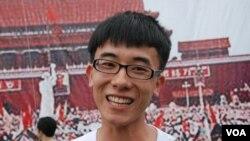 來自汕頭的自由行旅客劉先生,今年首次到香港希望感受六四燭光晚會的氣氛
