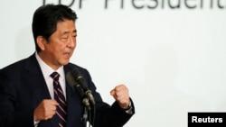 아베 신조 일본 총리가 20일 실시된 자민당 총재 선거에서 승리한 후 소감을 밝히고 있다.
