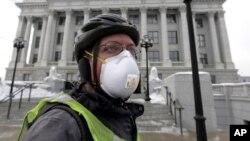 El Centro Internacional de Investigaciones sobre el Cáncer, CIIC, una agencia de la OMS, dijo que la contaminación del aire es causa del cáncer de pulmón.