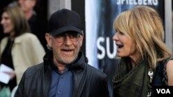 Đạo diễn Steven Spielberg và vợ diễn viên Kate Capshaw