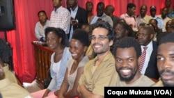 Photo d'archives: Les activistes Rosa Conde, Laurinda Gouveia, Luaty Beirão comparaissent en cour à Luanda, Angola. 16 novembre 2015.