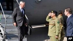 Jim Mattis arrivant au Pakistan, le 4 decembre 2017.