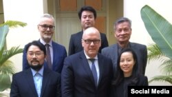 Quốc Vụ khanh Bộ Ngoại giao Đức Andreas Michaelis đã có cuộc gặp với các nhà hoạt động Việt Nam tại Hà Nội hôm 05/12/2019. Photo Twitter Anh Chi.