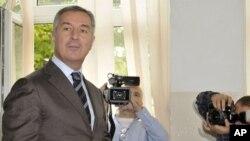Predsednik Demkratske partije socijalista Milo Đukanović glasa na parlamentarnim izborima u Crnoj Gori, 14. oktobra