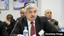 """Usmon Baratov, """"Vatandosh"""" birlashmasi rahbari, prezidentlikka muqobil nomzod"""
