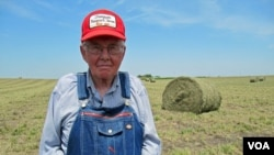Iowa farmer Dick Thompson uses crop diversity to survive droughts and other natural disasters. (Photo: Steve Baragona)