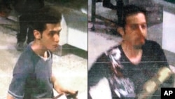 Gambar yang dirilis oleh Interpol pada 11/3/2014, memperlihatkan Pouri Nourmohammadi,19, (kiri) dan Delavar Seyedmohammaderza, 29, yang naik ke pesawat MH 370 dengan paspor palsu.