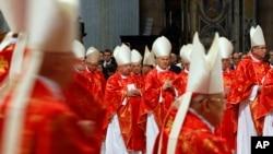 115 vị Hồng y tham dự một Thánh lễ đặc biệt trước khi rút vào nhà nguyện Sistine ở Vatican để cầu nguyện và thảo luận, ngày 12/3/2013.