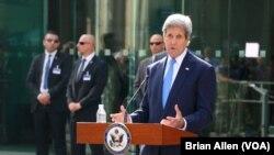Ngoại trưởng John Kerry, đang ở Vienna, Áo để tham dự các cuộc đàm phán hạt nhân Iran, phát biểu về thông báo của Tổng thống Obama rằng Mỹ và Cuba đồng ý mở lại đại sứ quán tại thủ đô của hai nước, 1/7/2015.