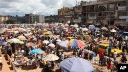Le marché Mokolo à Yaoundé, Cameroun, 10 octobre 2011