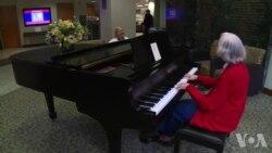 医院琴声:为爱演奏的老乐师