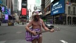 21 տարի շարունակ ամեն օր. Մերկ Կովբոյը շարունակում է երգել Նյու Յորքի այժմ դատարկ փողոցներում