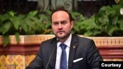 El canciller de Guatemala Pedro Brolo dice que la aprobación del TPS permitiría queguatemaltecos en el extranjero puedan formalizar el permiso de trabajo. [Foto: Cortesía Cancillería]