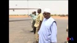 Le président malien visite le site du HQ de la force anti-terroriste attaquée (vidéo)
