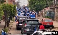 La caravana del candidato Luis Arce, del Movimiento Al Socialismo (MAS) recorre las calles de Santa Cruz, Bolivia.