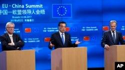 Predsednik Evropskog saveta Donald Tusk, kineski premijer Li Kećijang i predsednik EK Žan-Klod Junker