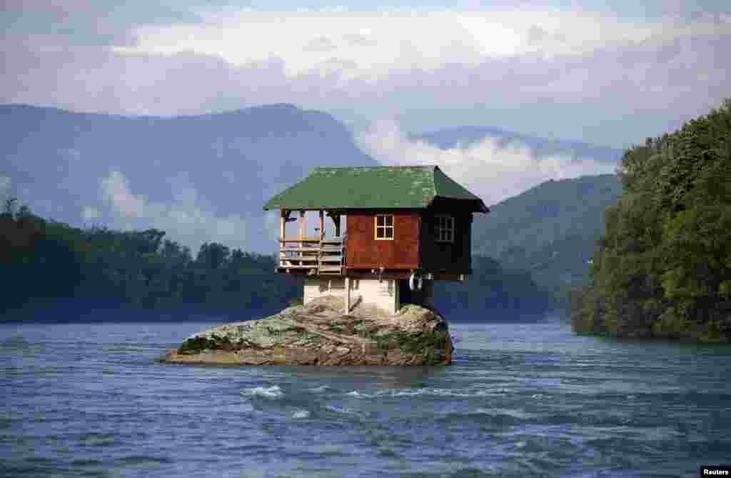 دنیا بھر میں غیر روایتی انداز میں تعمیر کیے گئے گھر