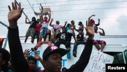Các cuộc biểu tình bạo lực kèm theo cướp bóc ở Ferguson xảy ra gần như hàng đêm ở Ferguson kể từ khi thiếu niên Michael Brown bị bắn chết hôm 9/8/2014.
