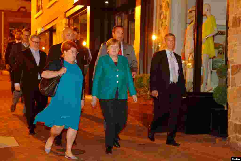 آنگلا مرکل، صدر اعظم آلمان پس از صرف شام راهی هتل محل اقامتش در واشنگتن است.