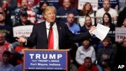 Ứng viên tổng thống đảng Cộng hòa Donald Trump phát biểu trong một cuộc vận động tranh cử ở Fort Wayne, Indiana, ngày 1/5/2016.