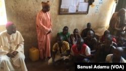 Shugaban darikar Katolik Bishop Mamza a cikin gidan kason Yola