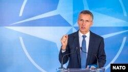 1일 나토 외교장관 회담이 열린 벨기에 브뤼셀에서 옌스 슈톨텐베르크 나토 사무총장이 발언하고 있다.