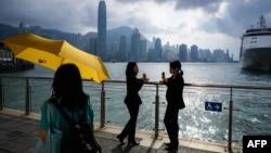 2018年10月15日维多利亚港和香港岛天际线。