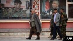 Afg'oniston Vitse-prezidenti general Abdul Rashid Do'stum (oldinda)