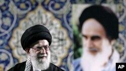 Ayatollah Ali Khamenei tampil di depan umum dalam sebuah pidato di Teheran (foto: dok).