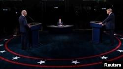ប្រធានាធិបតីសហរដ្ឋអាមេរិកលោក Donald Trump ខាងគណបក្សសាធារណរដ្ឋ និងលោក Joe Biden ដែលជាគូប្រជែងរបស់លោកខាងគណបក្សប្រជាធិបតេយ្យ បានប៉ះទង្គិចពាក្យសម្ដីគ្នា នៅក្នុងការជជែកដេញដោលដ៏តានតឹង កាលពីយប់ថ្ងៃអង្គារ នៅក្នុងទីក្រុង Cleveland រដ្ឋ Ohio។